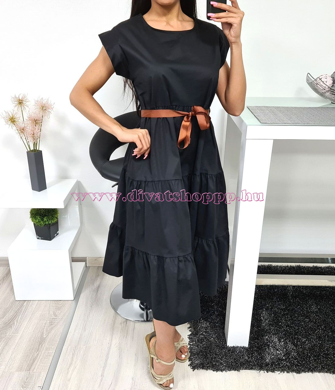 Fodros ruha szalaggal (fekete)